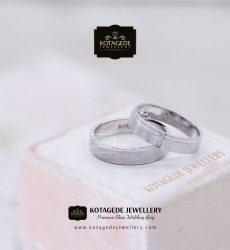 Cincin Kawin Tunangan Simple Emas Putih Sepasang WG0057