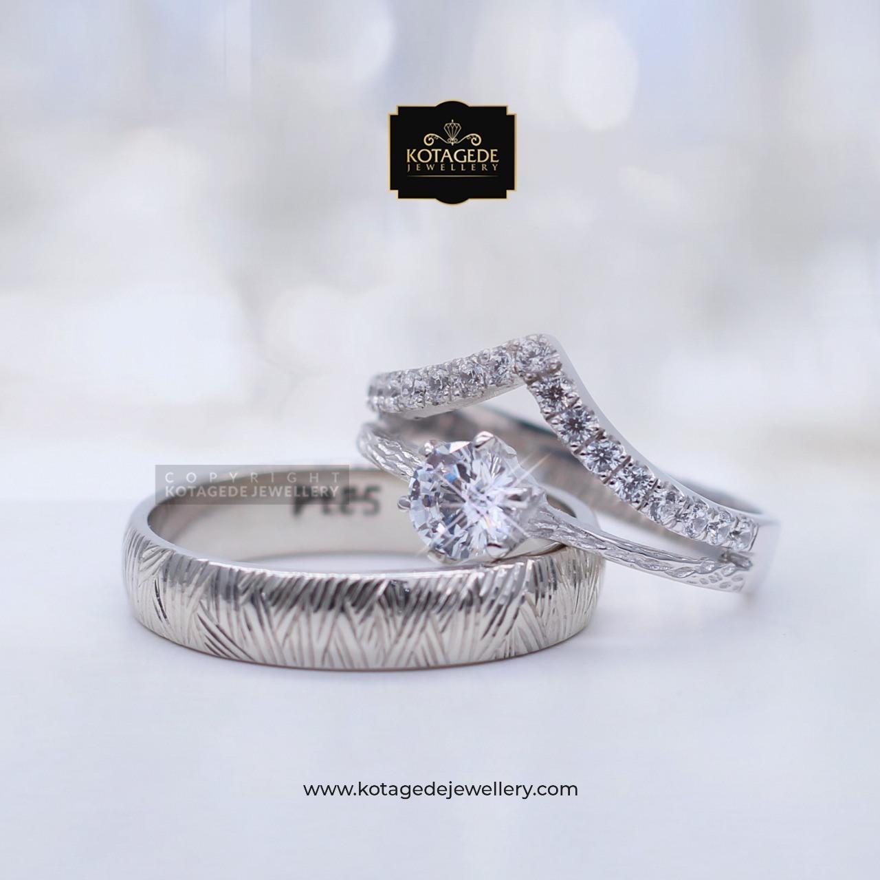 Cincin Kawin Tunangan Platinum Emas Putih Solitare PT0075WG