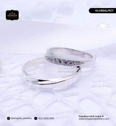 Cincin Kawin Tunangan Platinum Emas Putih Couple PT0179WG
