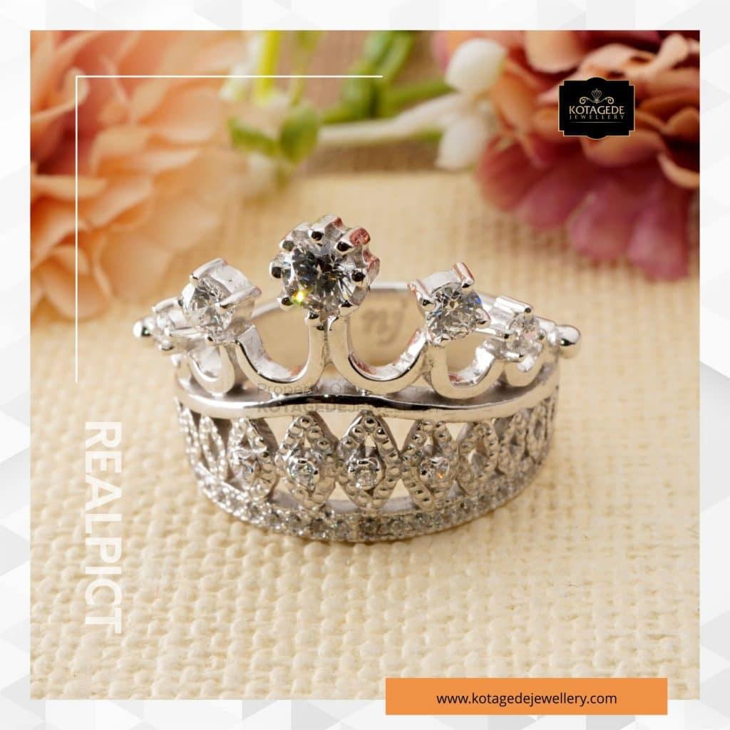 Cincin Kawin Tunangan Emas Putih Premium Mahkota WG0261