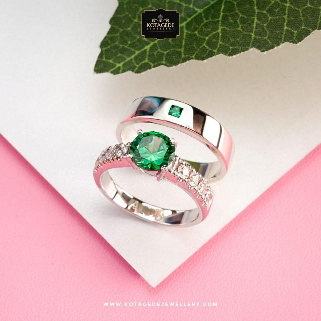Cincin Kawin Eksklusif Emerald Couple Platidium PTD0305PTD