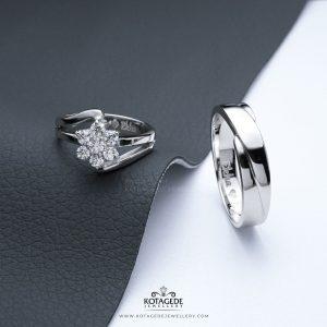 menyiapkan cincin nikah