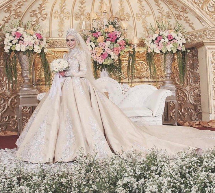 bikin gaun pernikahan atau sewa