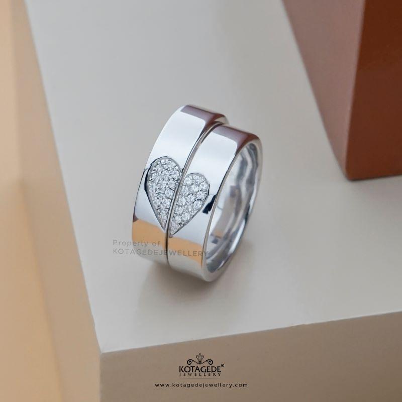 cincin tunangan terbaru