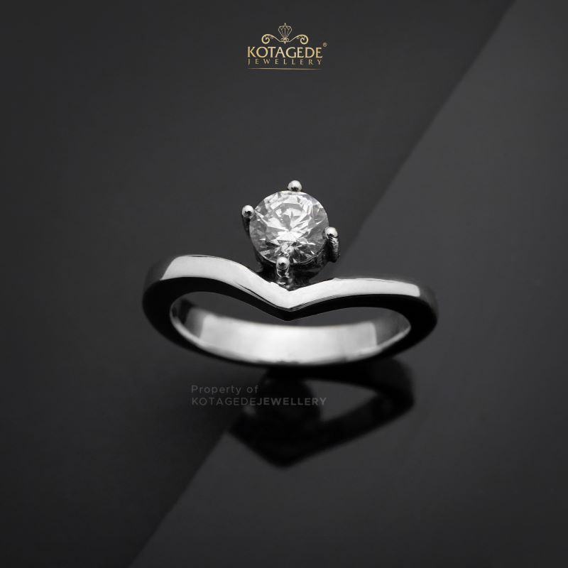 Cincin Kawin Tunangan Emas Putih V Solitaire WG0455